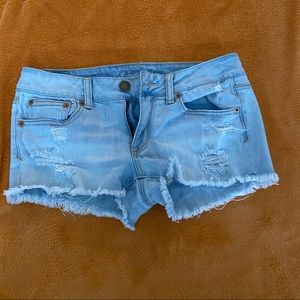 American Eagle || distressed mid-rise jean shorts